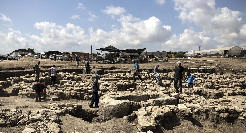 In Israel found the remains of a large city