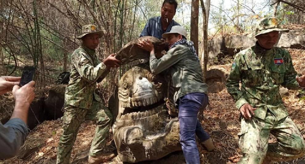 В Камбодже нашли древнюю статую мифического существа