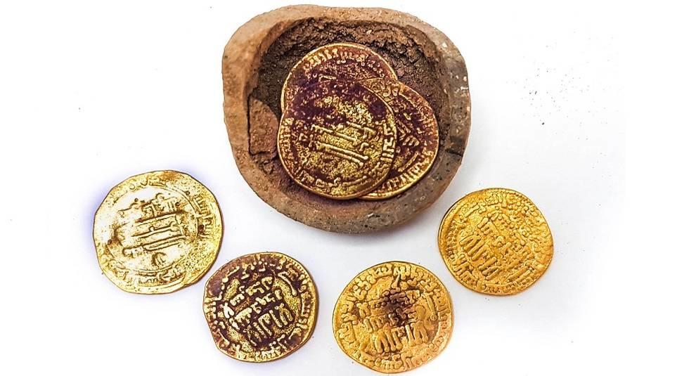 Клад в горшочке: в Израиле нашли несколько средневековых монет
