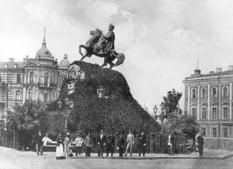 8 років пам'ятник Богдану Хмельницькому лежав у дворі поліцейської дільниці