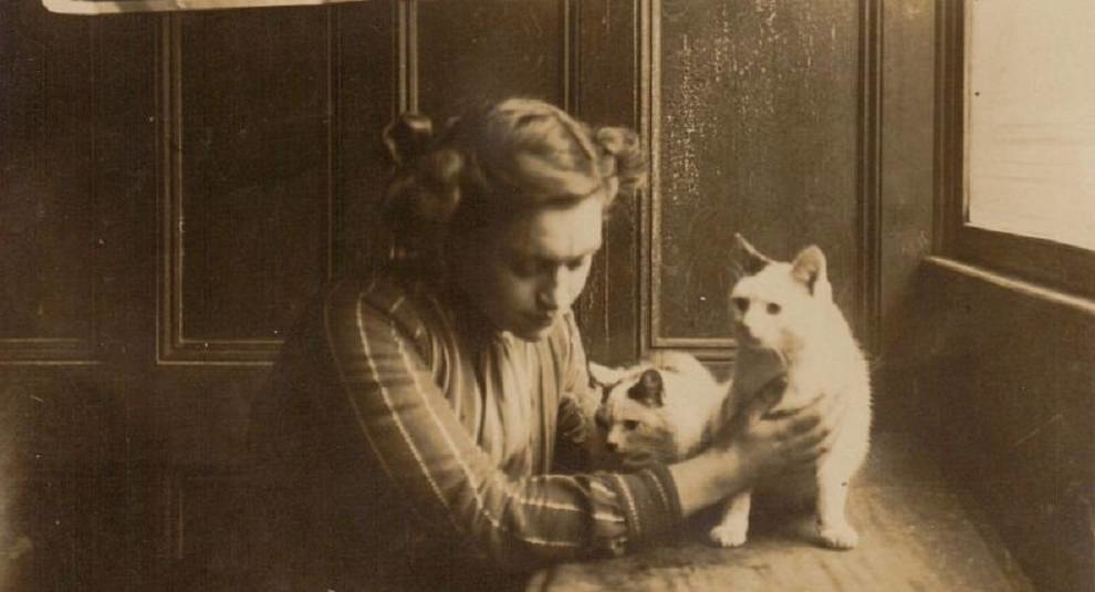 Cats and their owners a hundred years ago