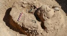 В турецком некрополе нашли могилу ребенка с красивыми браслетами