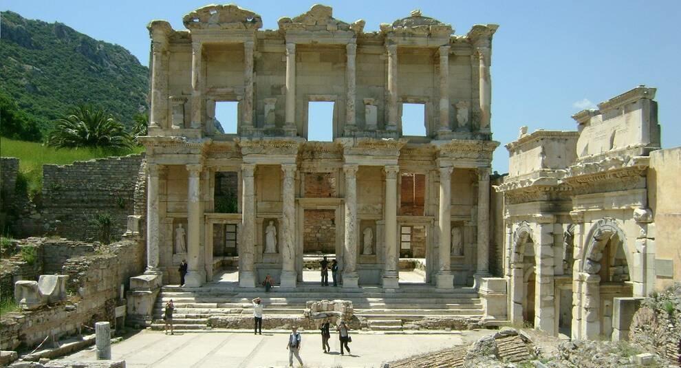Строительство и разрушение одной из крупнейших библиотек Древнего Рима