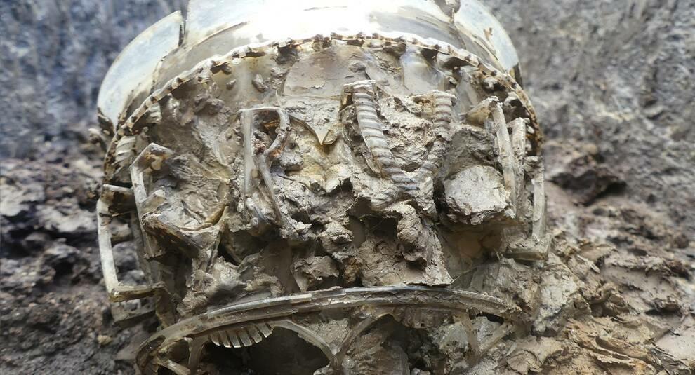 Во Франции найдена редкая древнеримская ваза