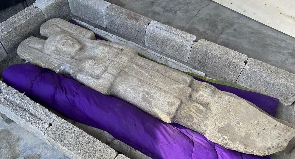 В Мексике обнаружена старинная двухметровая статуя