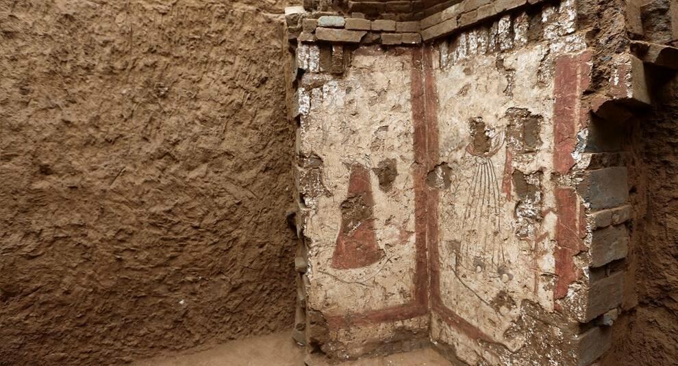 В гробнице династии Тан найдены рисунки на стенах