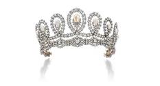 На аукционе Sotheby's продадут тиару, принадлежавшую королеве-консорту Испании
