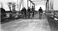 Торонтские велосипедисты в первой половине XX века
