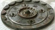На кладбище Шэньси в Китае археологи обнаружили 80 зеркал