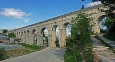 Руины в хорватском городе Сплит: акведук Диоклетиана