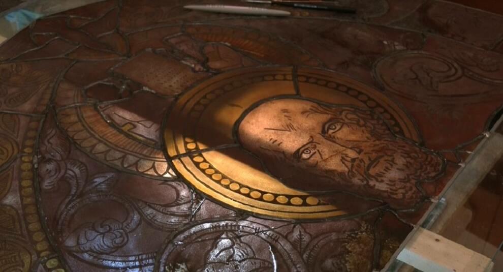 Во Львове реставрируют старинный витраж из Армянского собора
