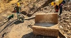 Среди руин амфитеатра в Пергаме найдены две древних скамьи с именами их владельцев
