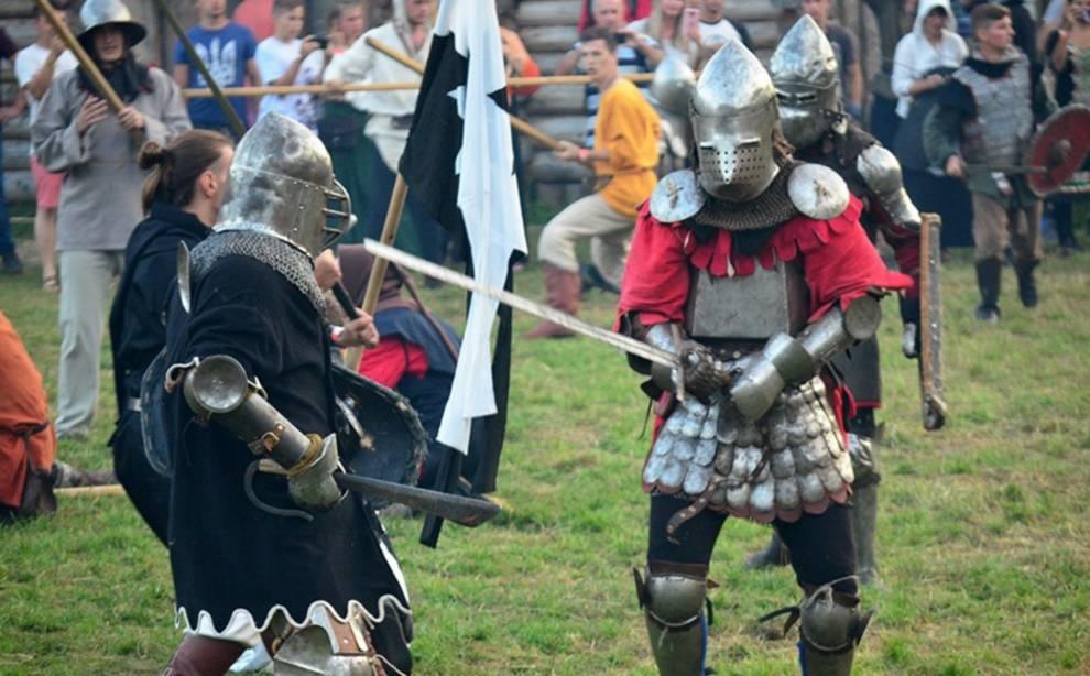 Жестокие бои были показаны на средневековом фестивале