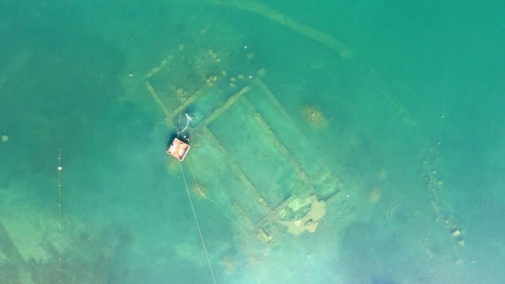 В Турции на дне озера нашли остатки церкви