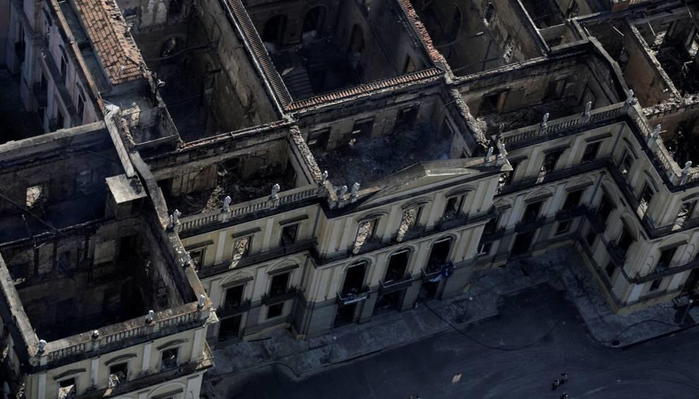 Страшный пожар практически уничтожил музейную коллекцию Национального музея Бразилии