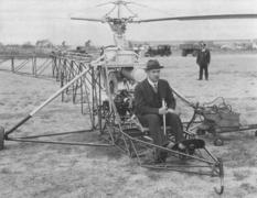 Авиаконструктор поднял в воздух первый вертолет