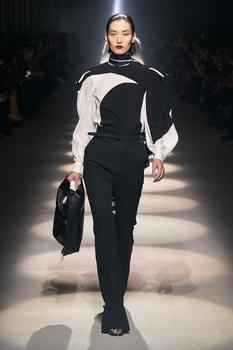 Винтажная эстетика и объемные рукава — самые модные блузы осени