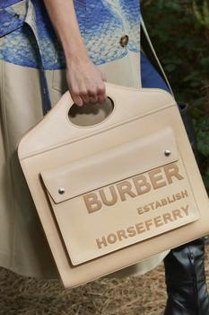 Burberry показал главные аксессуары для следующего сезона (Фото)