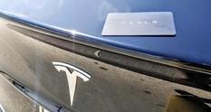 Ключ от электромобиля Tesla Model 3 вживили в руку его владелицы