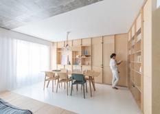 Покрыть белой смолой пол и сделать домик для кота — интерьерное решение парижского проектного бюро