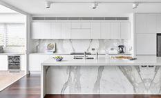 Белая кухня: рассказали о преимуществах и недостатках