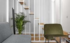 Дерево и зелень: дизайнеры создали современную квартиру с удачной планировкой