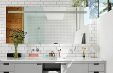 Дизайнеры рассказали, каким в маленькой ванне должно быть зеркало