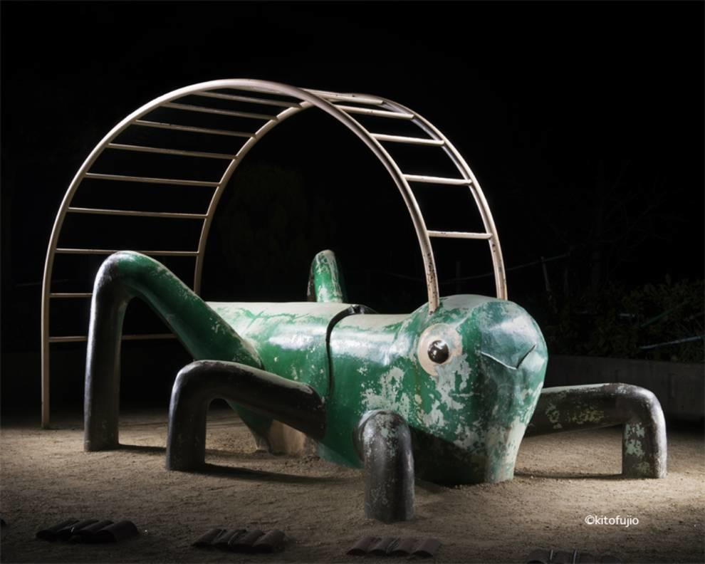 Фотограф из Японии отснял необычные детские площадки своей страны