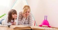 Психологи рассказали, зачем детям читают сказки