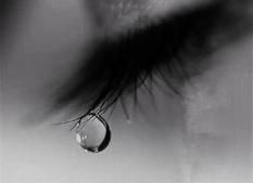 Кристаллы из глаз: жительница Армении плачет «бриллиантовыми слезами»