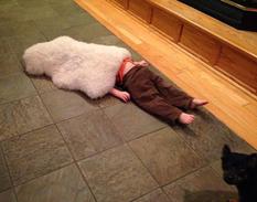 Прячут голову в песок: дети показали, как нужно правильно прятаться (ФОТО)