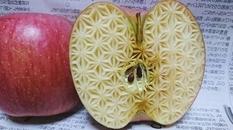 Японец вырезает головокружительные узоры на овощах и фруктах (ФОТО)