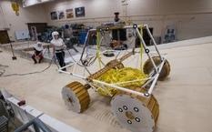 НАСА протестировали ровер, который будет искать воду в космосе