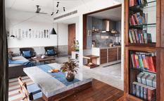 Бетонные полы, голубая плитка и дерево тика — квартира в Индии с открытой планировкой (Фото)
