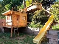 Заботливый британец построил дом на дереве для своих двух дочерей (Фото)
