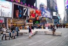 Антитеррористические скамейки установили на Таймс-сквер