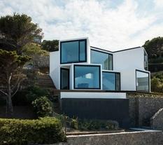 Испано-мексиканская студия создала дом в стиле хайтек, чья геометрия вдохновлена самой природой