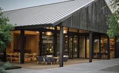 Архитектор превратил бывшую винодельню в шикарный дом с террасами (Фото)