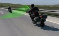 BMW научит свои мотоциклы контролировать скорость и дистанцию (Видео)