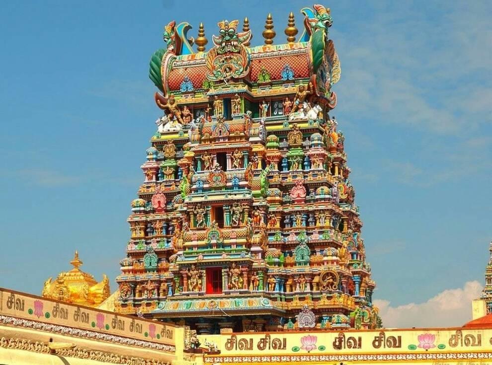 Храм из тысячи скульптур украшает один из старейших городов Индии (Фото)