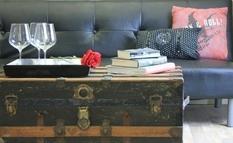 Старый чемодан и дубовые бревна — лучшие аналоги журнальных столиков (Фото)
