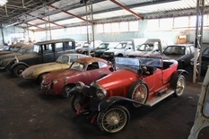 80 rarities on wheels: in France found an abandoned warehouse with cars