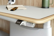 Дизайнеры из США разработали первый регулируемый электронный стол