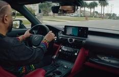 Модифицированный Lexus оснастили проигрывателем для виниловых пластинок