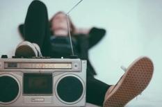 Прослушивание музыки для мозга сравнимо с приемом алкоголя — нейробиологи
