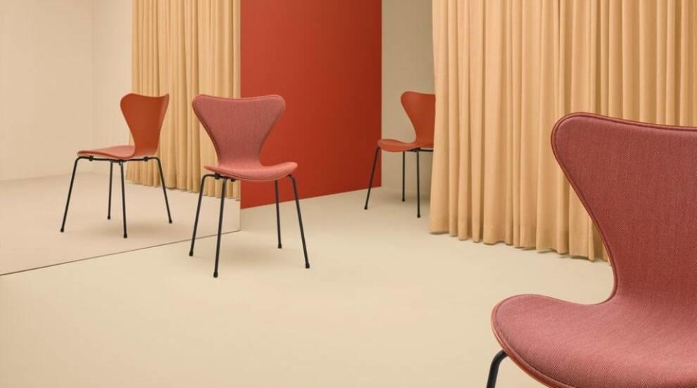Fritz Hansen обновил классическое кресло Арне Якобсена