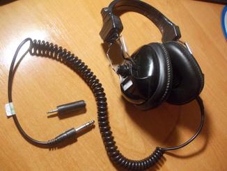 Наушники с витым шнуром для металлоискателя.