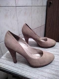 Женские замшевые туфли бежевого цвета. размер(36-37)