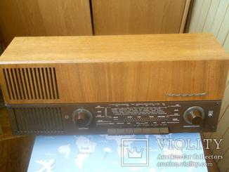 AM/FM  - радио GRUNDIG 2147 в рабочем состоянии