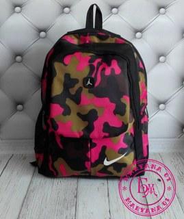 Яркий камуфляжный рюкзак Nike розовый